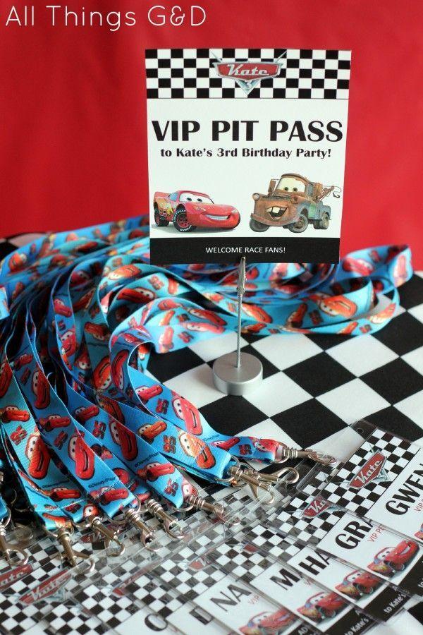 Como organizar una fiesta de Cars Rayo McQueen Party printables - free vip pass template