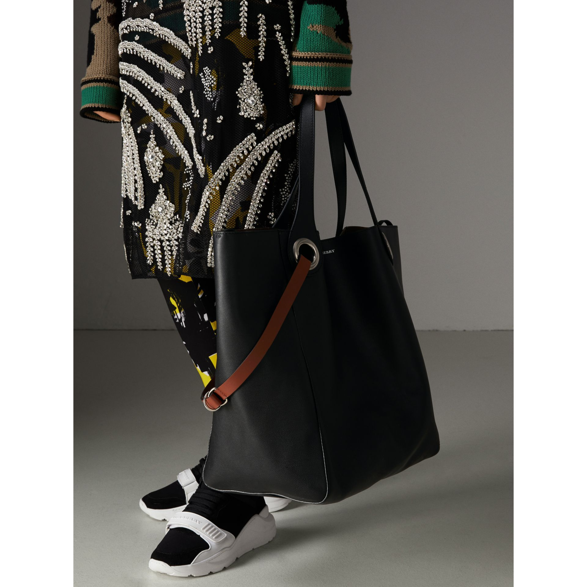 BURBERRY THE LARGE LEATHER GROMMET DETAIL TOTE 9429aab8e3