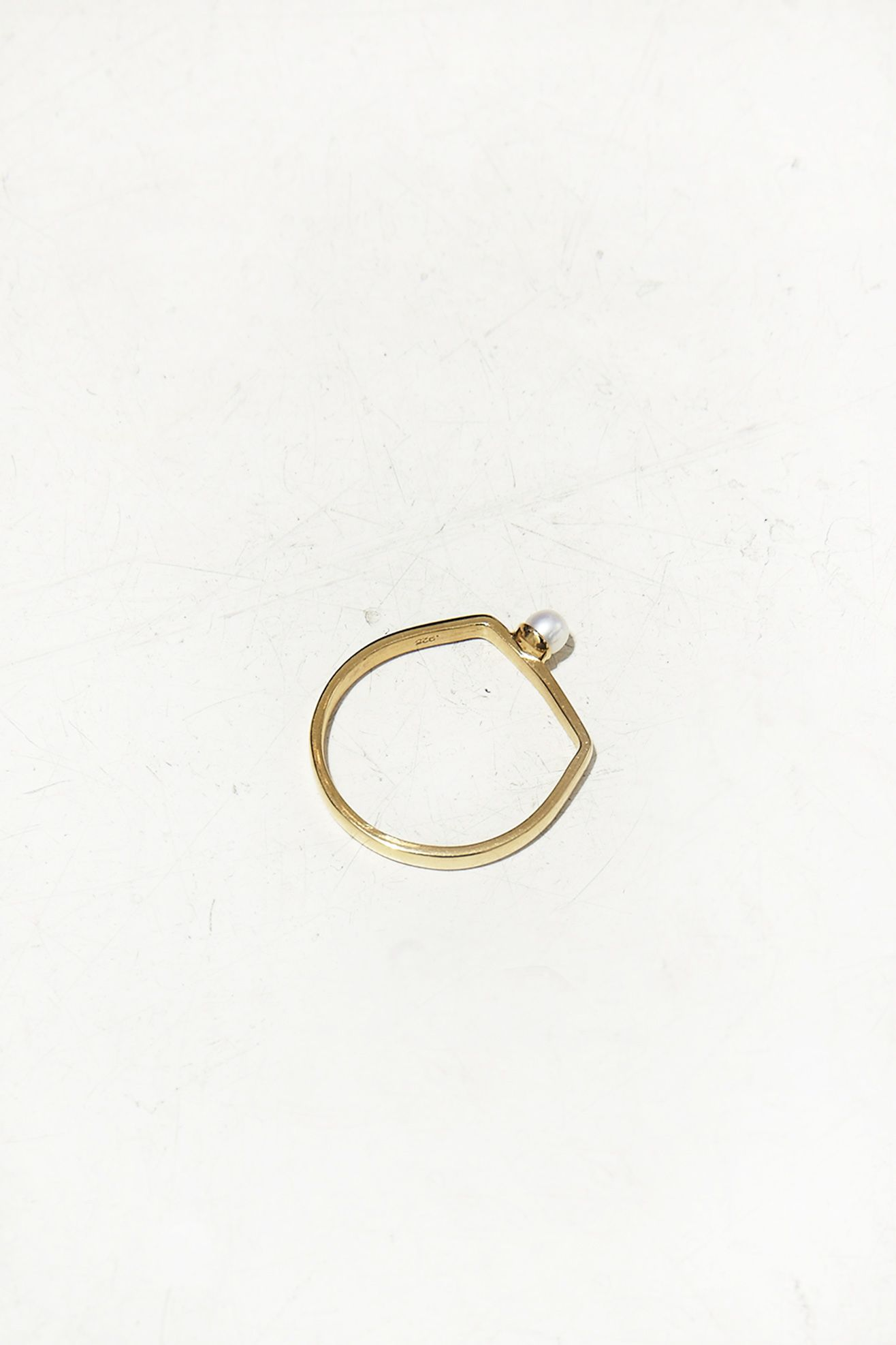 VIBE HARSLØF, Small Pearl Ring  Asymmetrical and a pearl