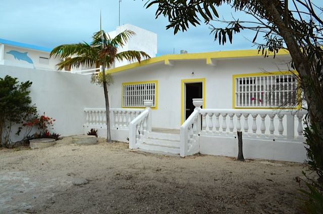 this beachfront house with a swimming pool is for sale in chuburna rh ar pinterest com