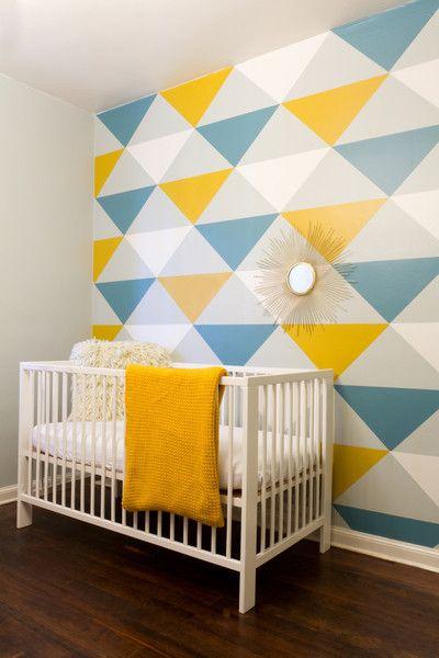 Decorando con papel pintado con triangulos de colores | Pinterest ...