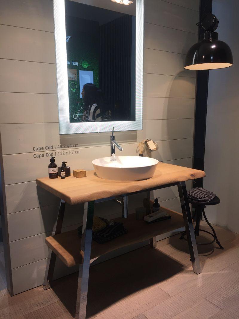 Badezimmer Regal Designs Und Ideen Die Offenheit Und Stilvollen Dekor Unterstutzen Badezimmer Regal Regal Design Kuchenarbeitsplatte