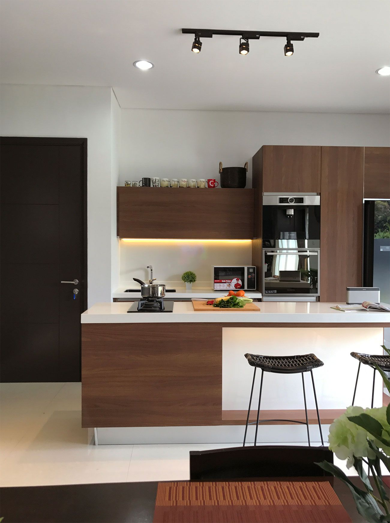 Modern kitchen set by vindo design