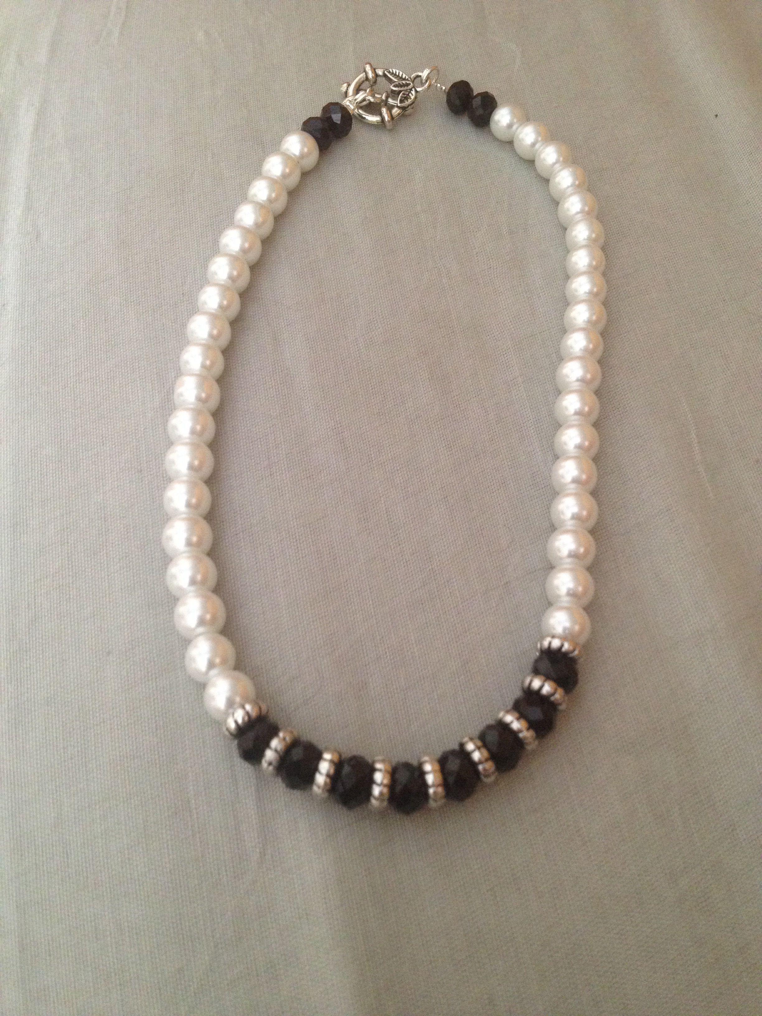 eb8a1d699366 Collar elaborado con perlas blancas Perlas Negras