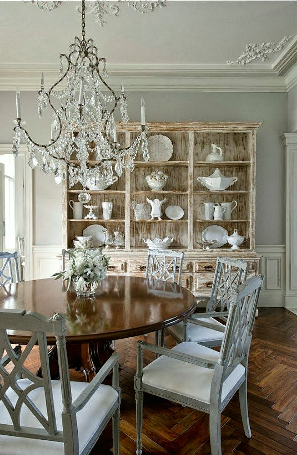 Mari, a guest blogger on Laurel Bern Interior's blog, Laurel Home provides much gorgeous inspiration for making your dining room an appetizing place to be.