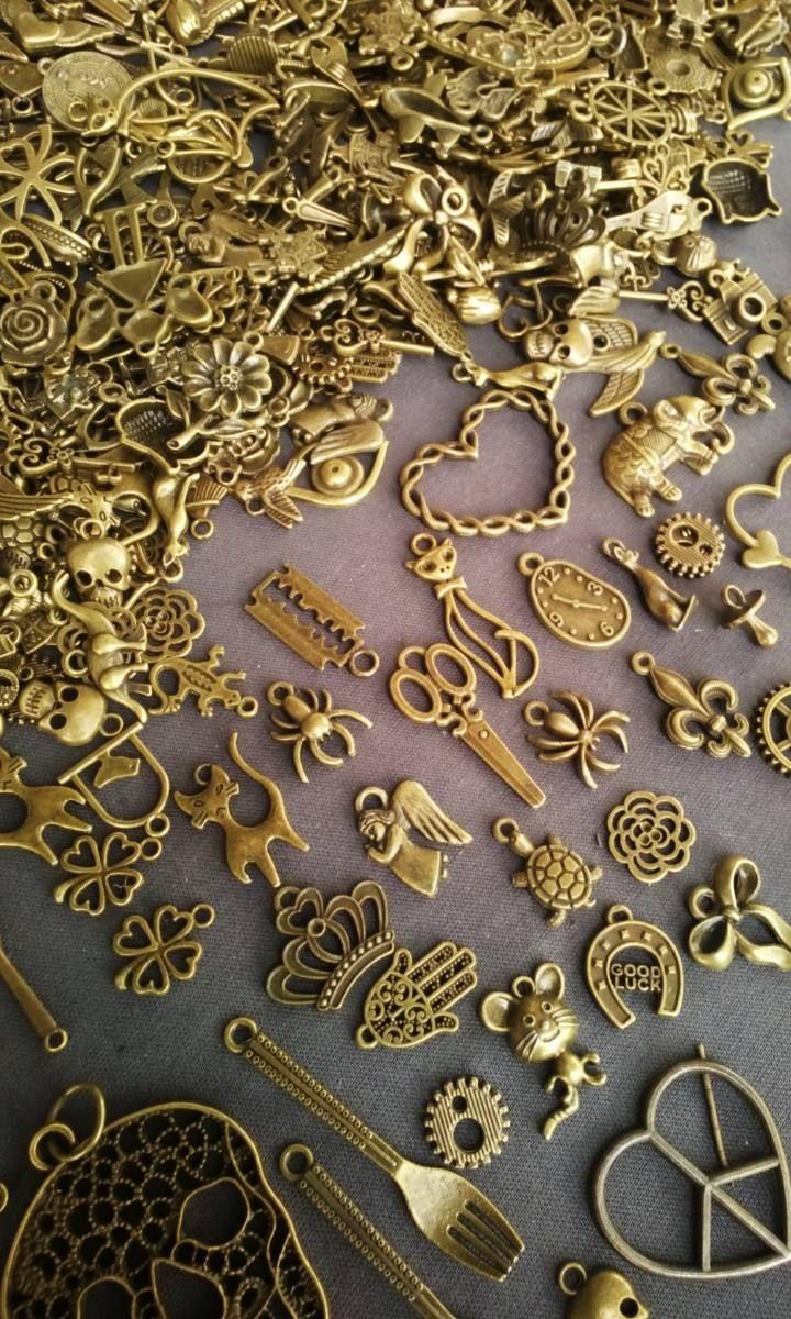 e0e80a5cb8b5 dijes y herrajes de pweter por kilo .oro antiguo y plateado