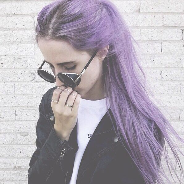 I hate it how you need to have a perfect pale white skin to look good with pastel color blue or purple hair ...