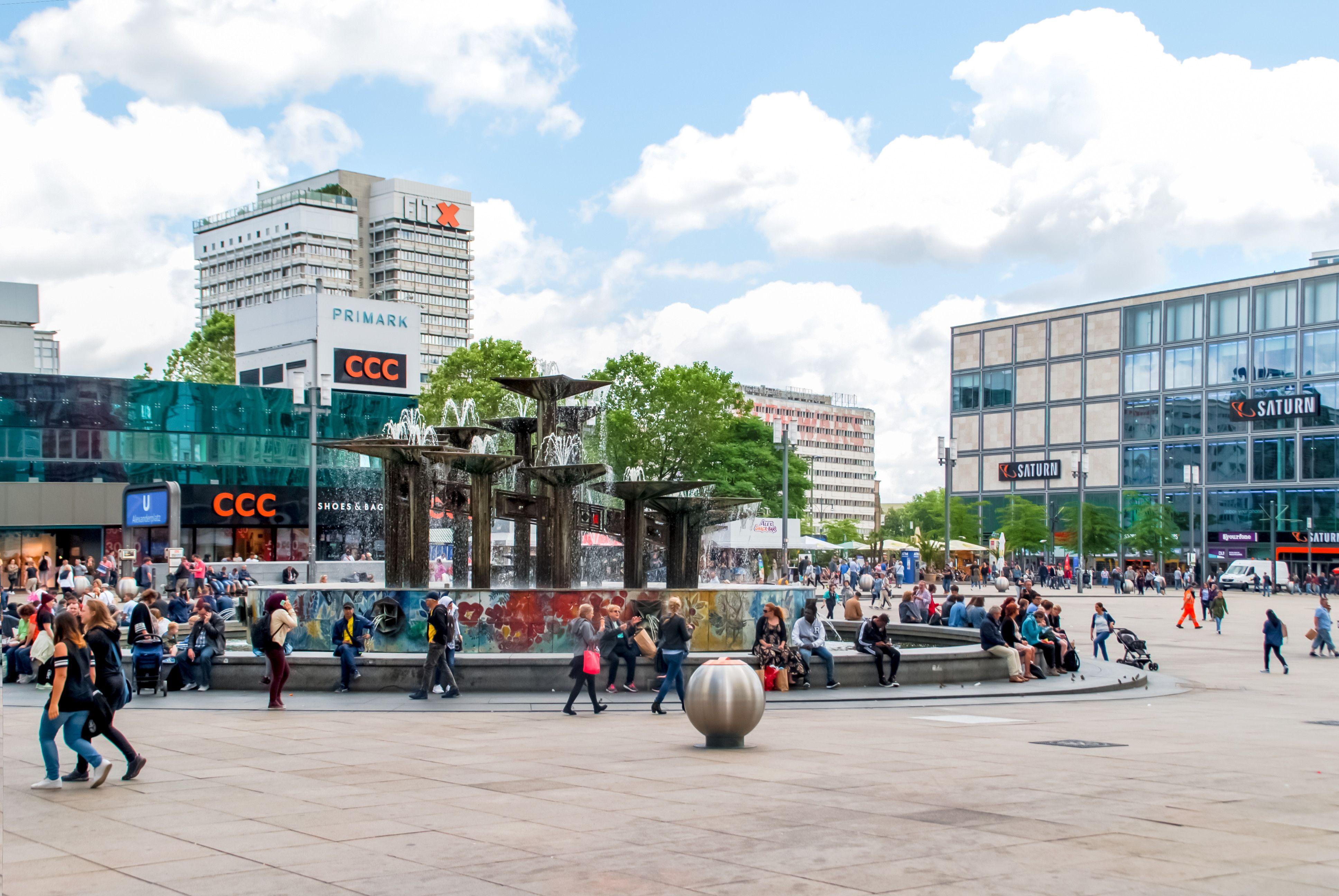 50 Alexanderplatz Womacka Brunnen In 2020 Street View Scenes Views
