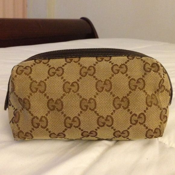 Authentic preowned Gucci makeup bag. Authentic preowned Gucci makeup bag. In great condition with the exception of slight wear shown on last picture. Gucci Bags Cosmetic Bags & Cases