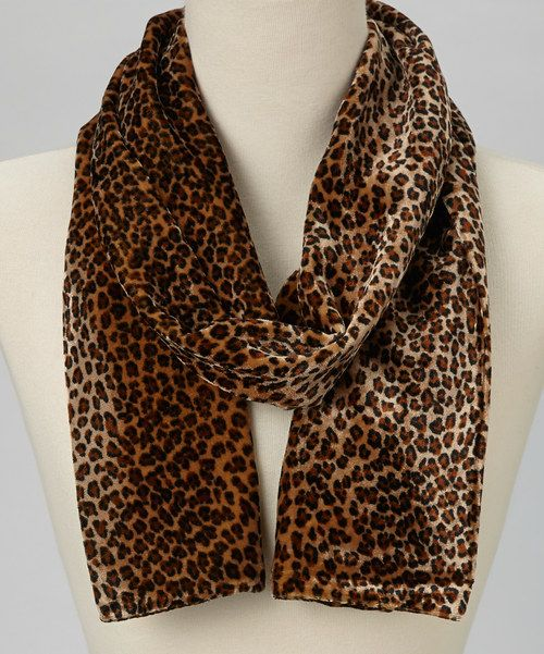 Boasting a detailed design, this scarf will add the finishing touch to an elegant outfit. A soft and sleek feel is created by the silk-blend material, which also provides a luxurious sheen.7'' x 60''80% viscose / 20% silkDry cleanImported