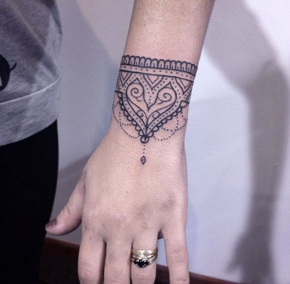 Tatouages femme, Tatouages Indiens, Dessin De Tatouages, Tatouages Mandala, Tatouage  Bracelet Poignet, Cheville, Dessins De, Fleur, Essayer