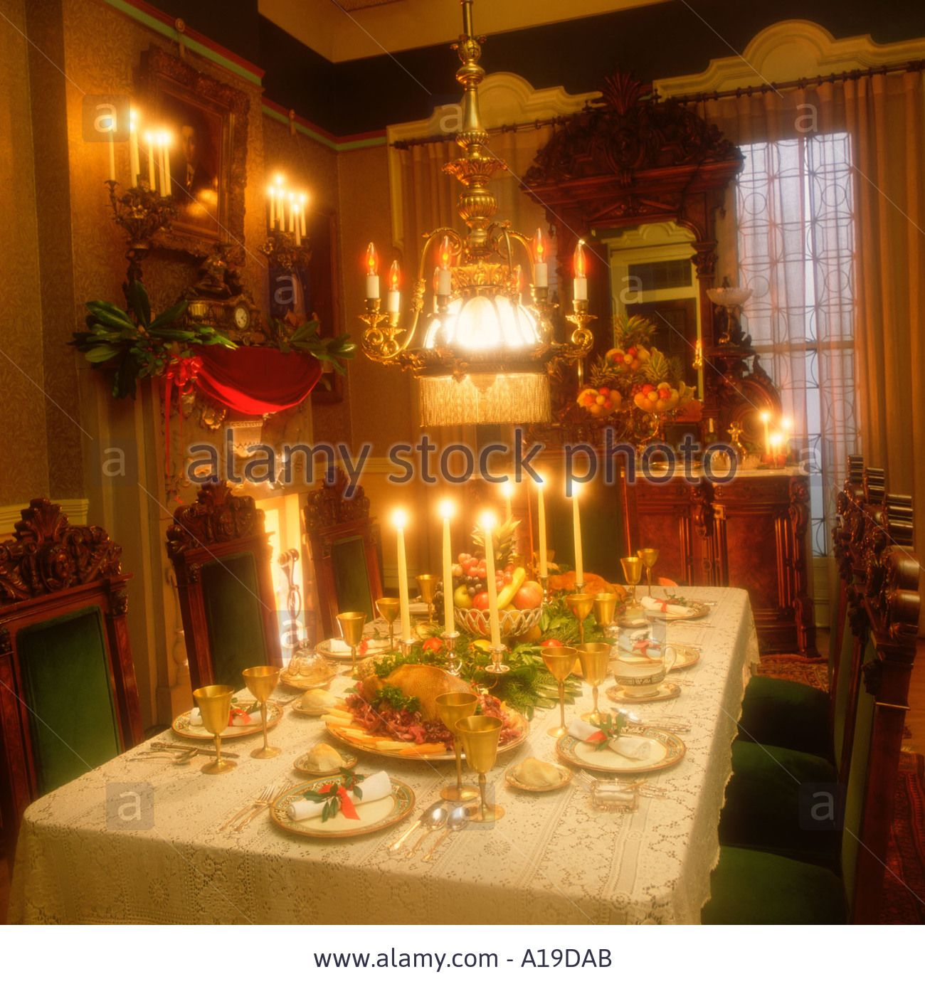 Victorian christmas dinner table setting stock photo the for Edwardian table setting