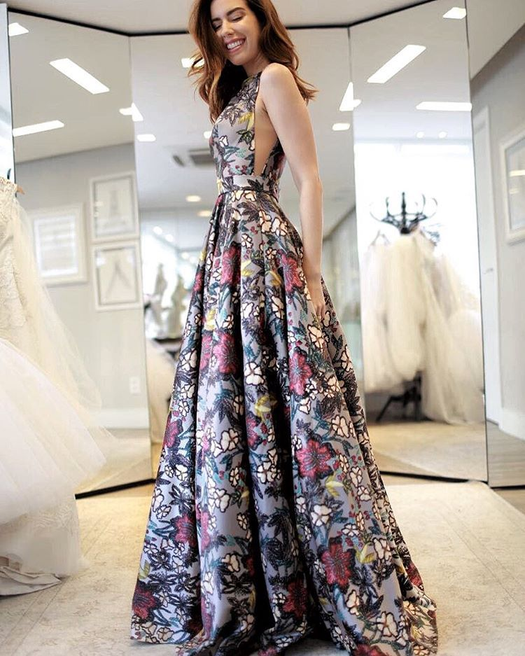 ... Prom Dress with Appliques. Provando lindezas da  artesacra! E essa  estampa floral de bordado   elasamamartesacra  artesacramoda PH   louisevas 834664f04bb9