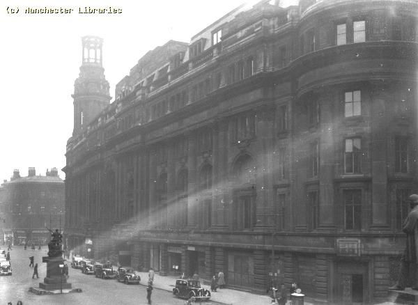 John Ludden‏ @Johnludds  Manchester: Royal Exchange: St Anne's Sq: 1944: #manchester #mancmade