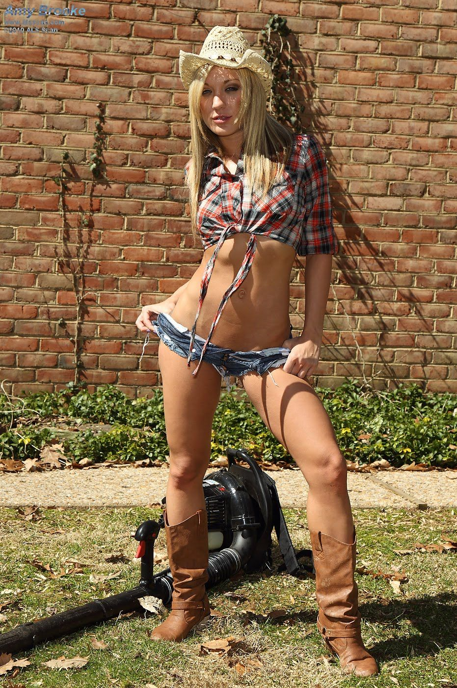 Amy Brooke Girl With Hat Sexy Cowgirl Country Girls Jean Shorts Pants Short Jeans 18th Cowgirls Denim Shorts Trouser Pants Trousers Sweatpants