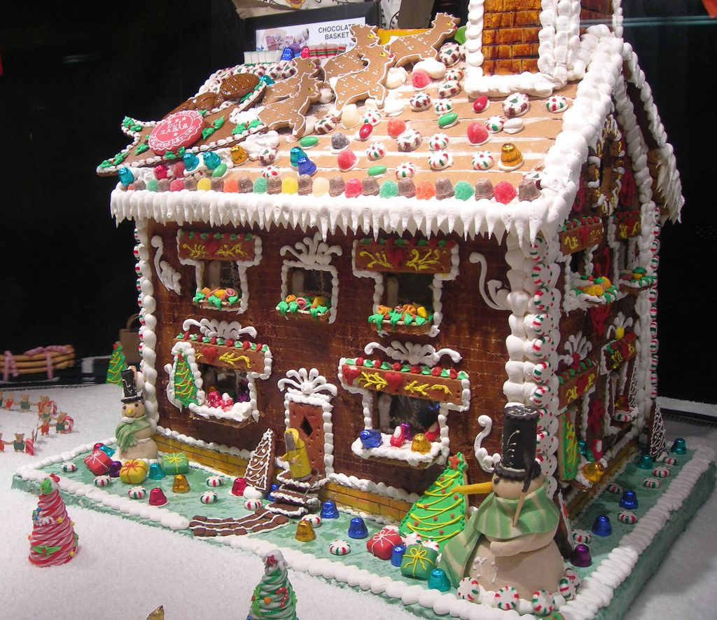 Gingerbread house gingerbread gingerbreadhouse 1 for Gingerbread house inspiration
