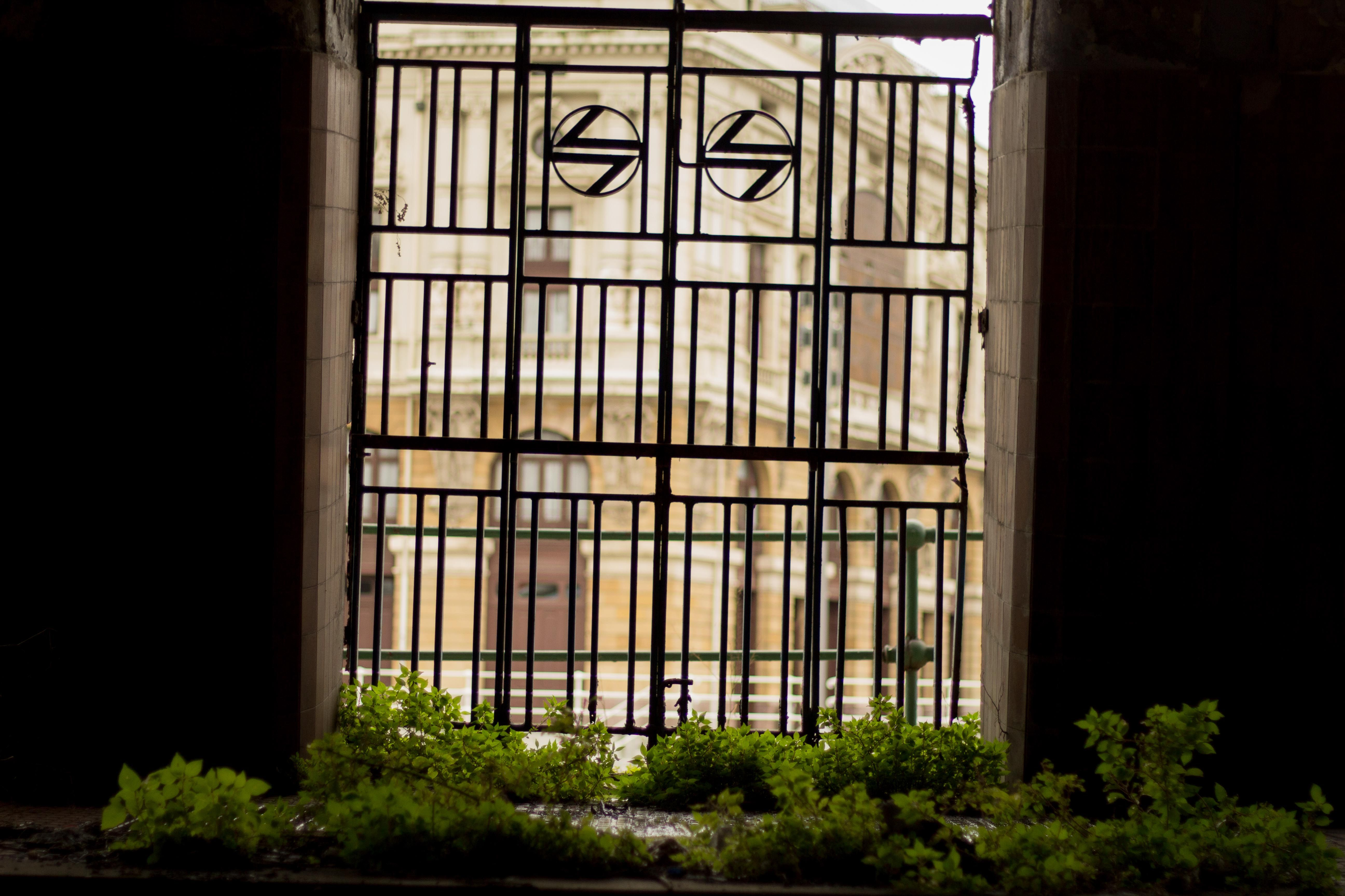 #TeatroArriaga al fondo #Estación de #LaNaja #bilbao #Abandonado