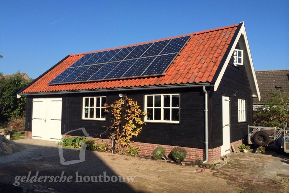 Grote schuur met zonnepanelen • Houten schuren kopen