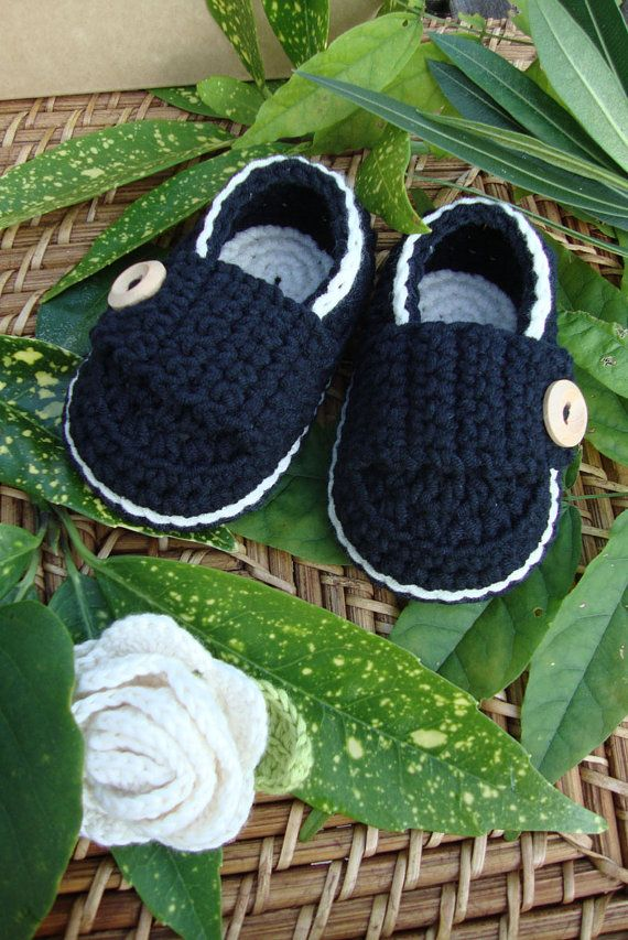 Crocheted baby booties little loafers black and ivory- size 3/6 ...