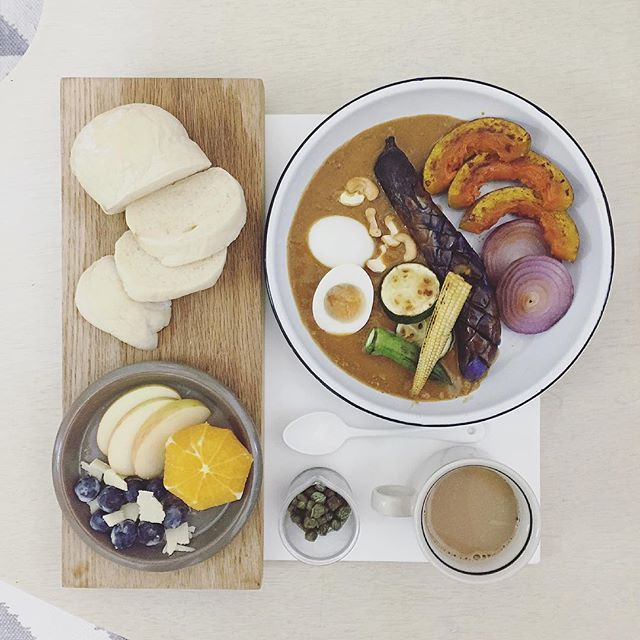 . goooooooood morning suuuuuunday :-D))) . #goodmorning #morning #breakfast #yummy #goodfood #instafood #onthetable  #homemade #foodie #foodstagram #igfood #foodphotography #foodphoto #yum #2eat2gether #S_S_iloveBreakfast #朝食 #早餐 #goodmorning #早安 #おはようございます #keemacurry #curry #カレー #キーマカレー #咖喱 #肉醬咖喱 #咖哩 #野菜カレー #野菜