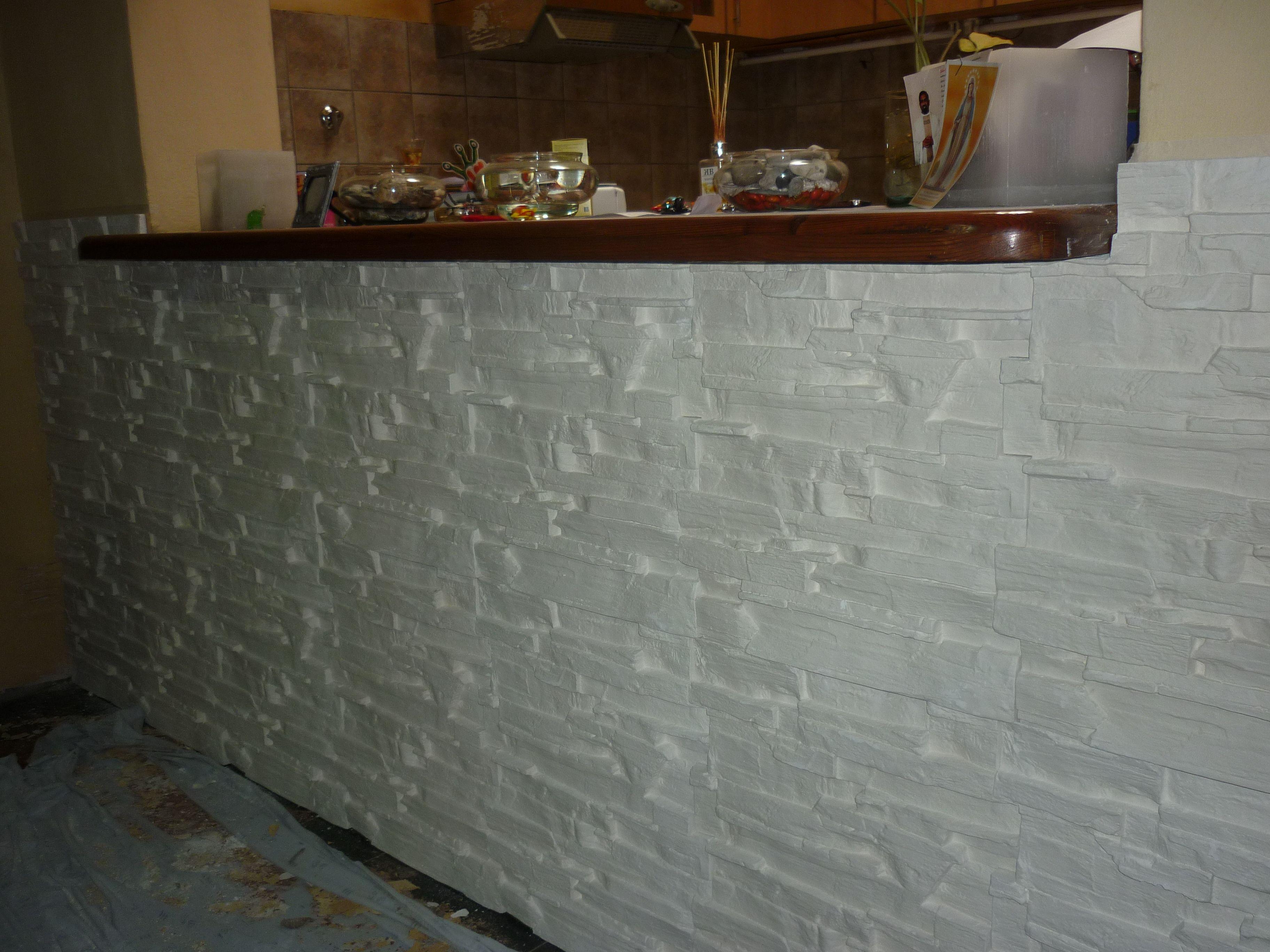 Revestimiento de pared en una cocina con modelo Creta ya terminada ...