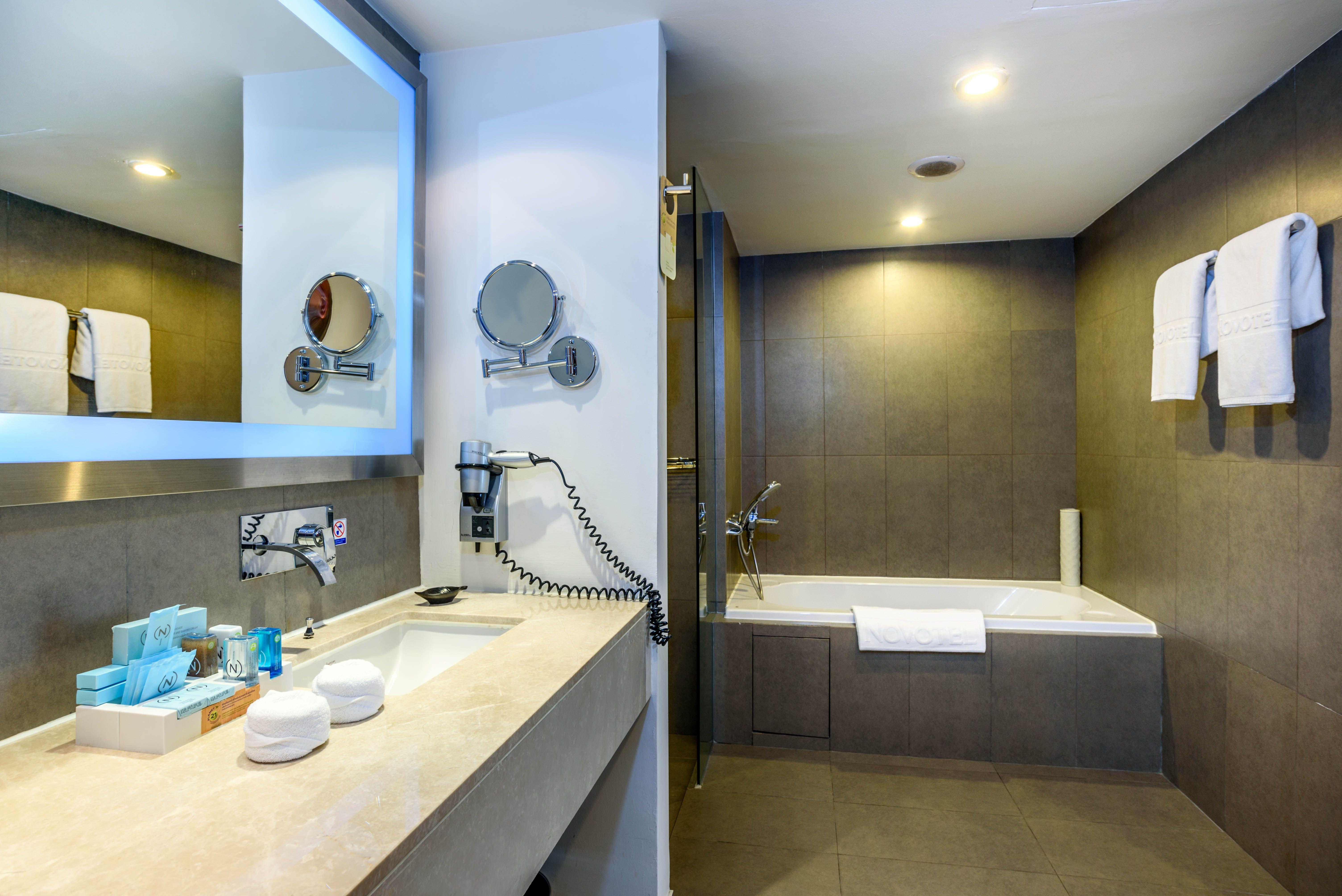 2 Bedroom Suites In Bangkok - BEDROOM DESIGN