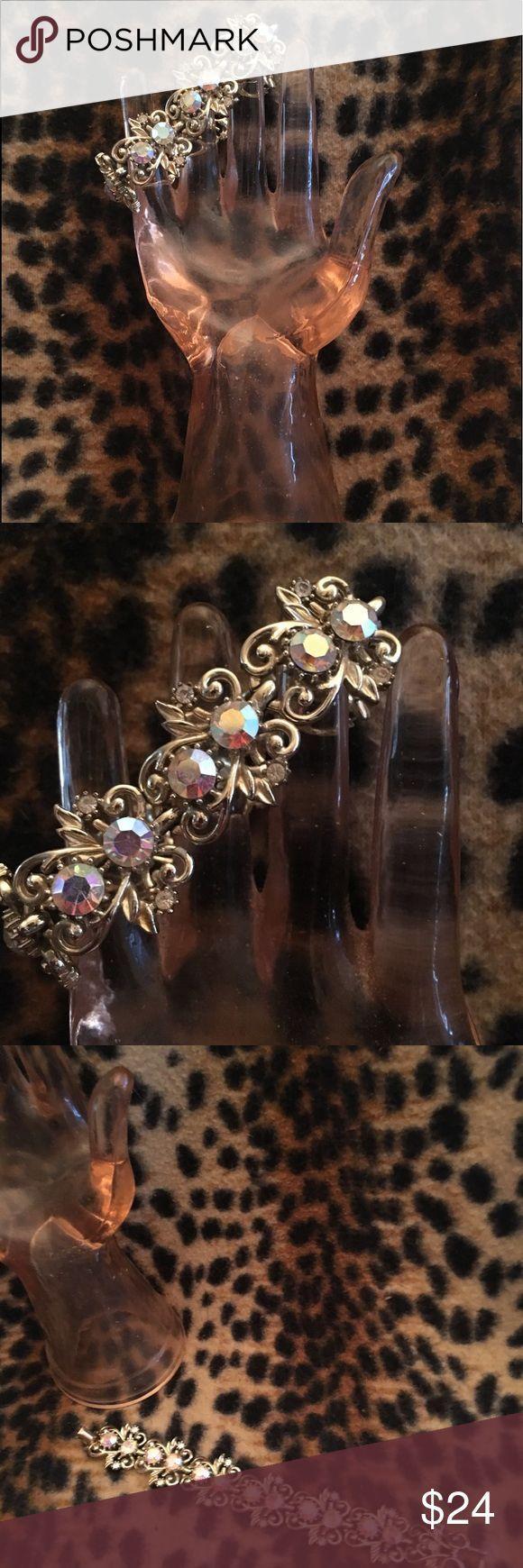 Vintage des années 1950 Bracelet doré avec des pierres rosâtres  1950