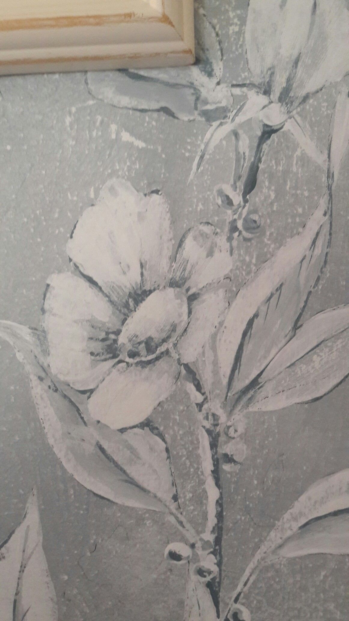 Detail, chinoiserie inspired walls, distressed to give an aged feel.