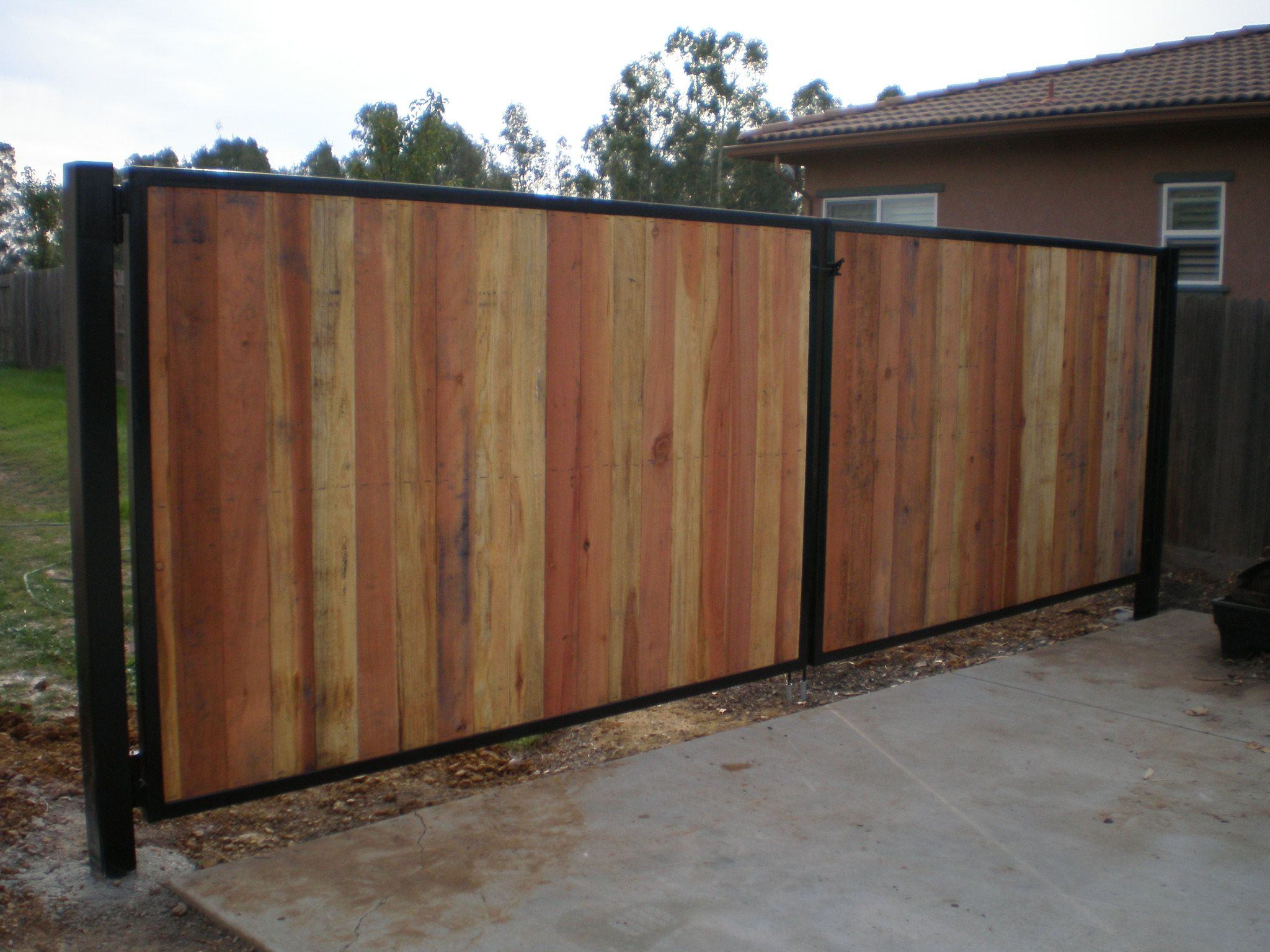 Wood fence with metal gate frame for Diy fence gate designs