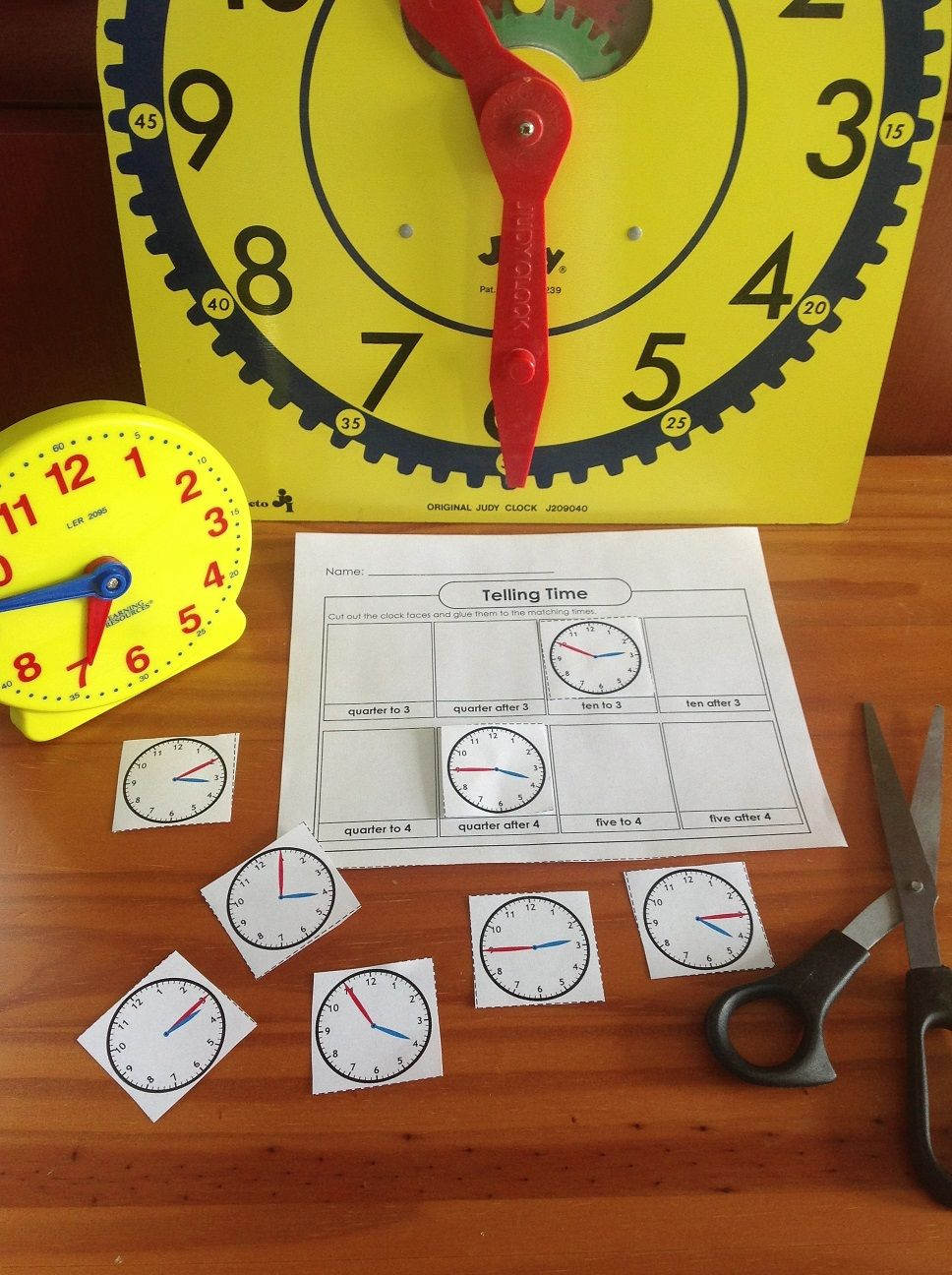 Check out our telling time games and activities! Telling