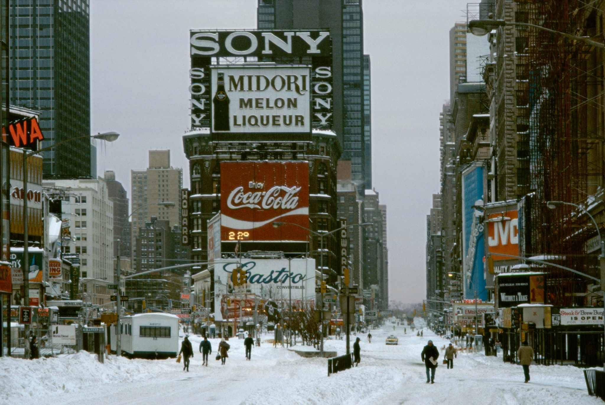 1984 New York Times Square In Snow Storm With Images Nyc Times Square New York Pictures Times Square