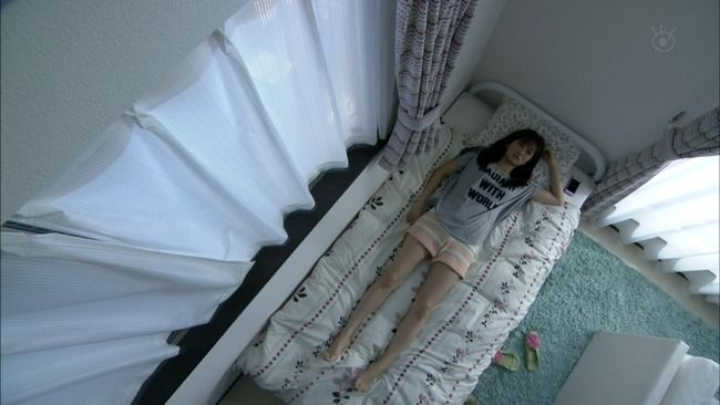 元AKB48前田敦子 ベッド仰向け美脚 legs bed 130521-2220380547
