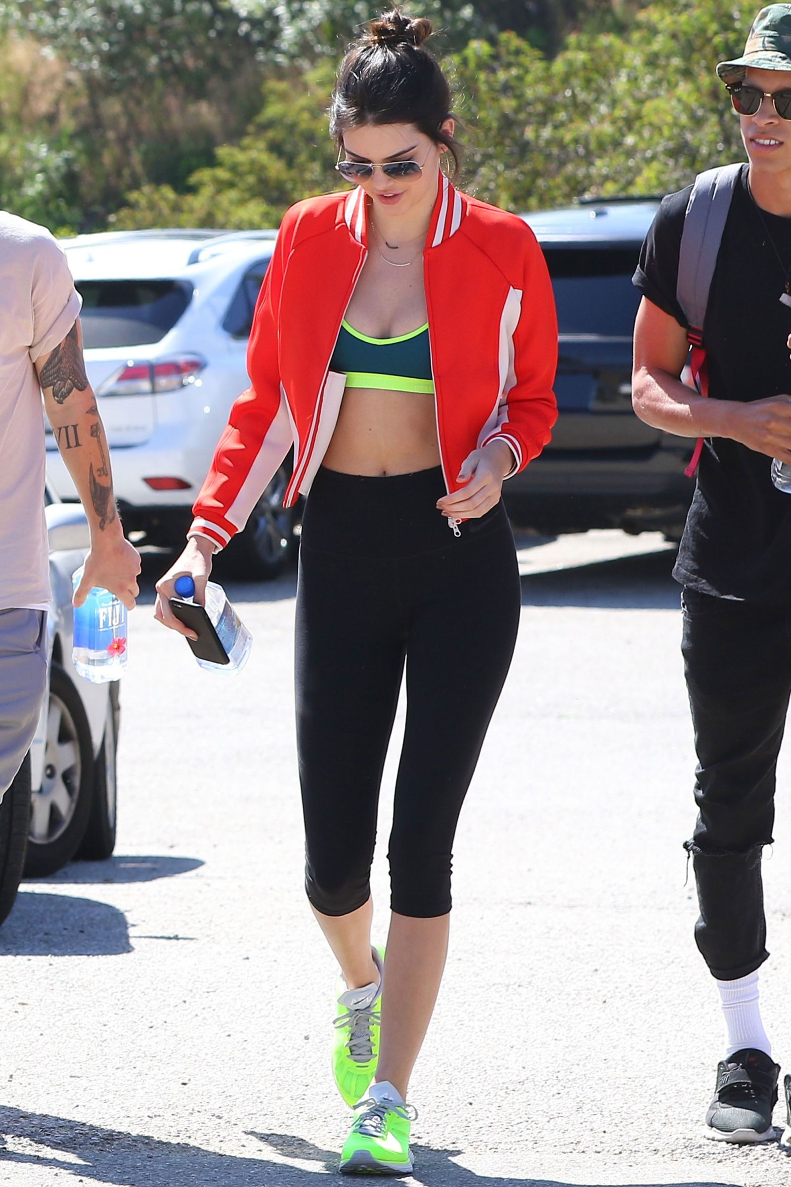 763bf0da86f58 15 Times Kendall Jenner and Gigi Hadid Looked Flawless in Gym Clothes -  Cosmopolitan.com