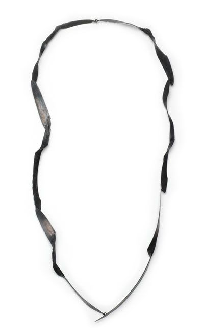 Doris Betz Necklace: Untitled, 2008 Silver, oxidized 60 cm © By the author. Read Klimt02.net Copyright.