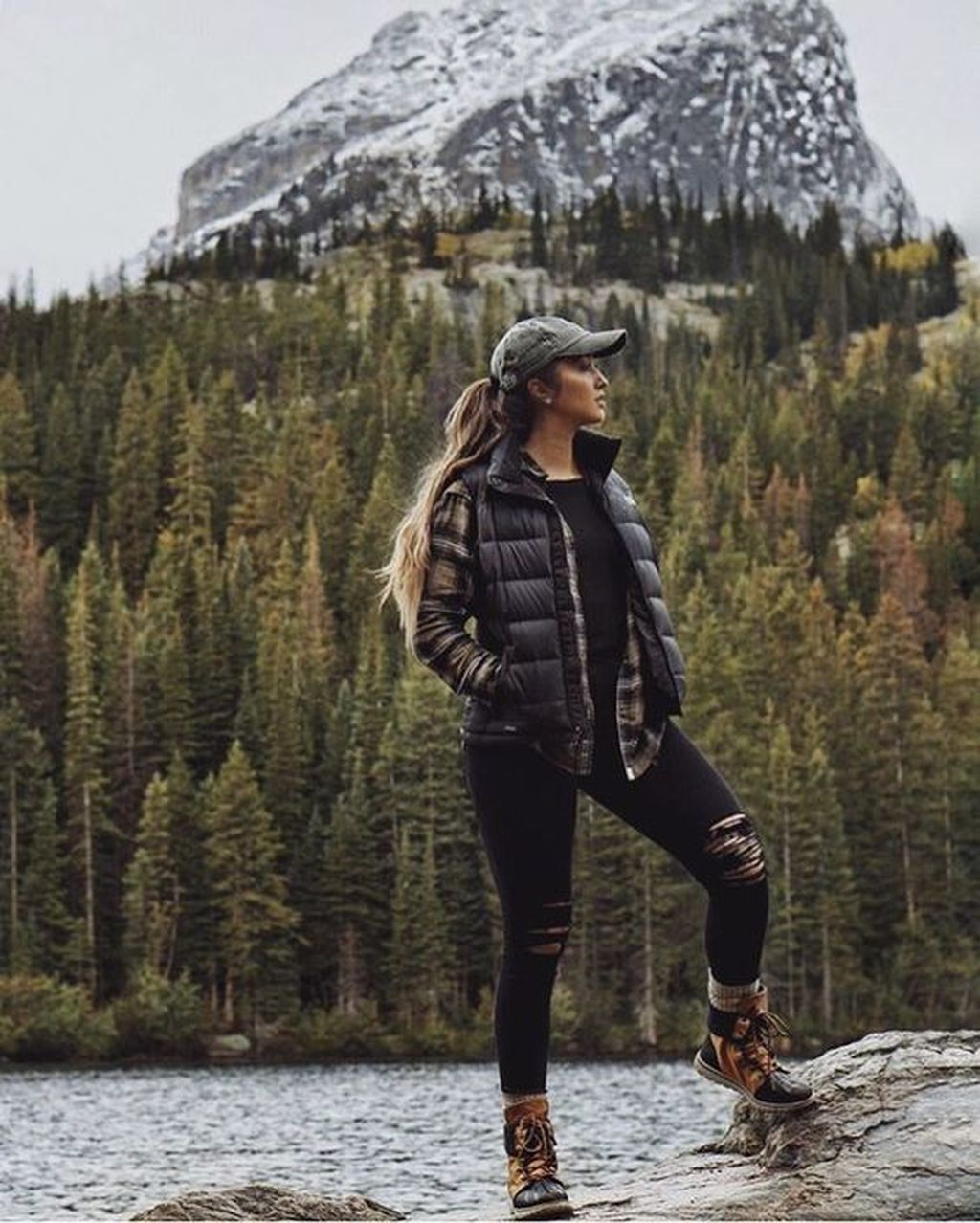 35 Sporty Winter Workout Outfit For Women Cute Hiking Outfit Workout Outfits Winter Hiking Outfit Women