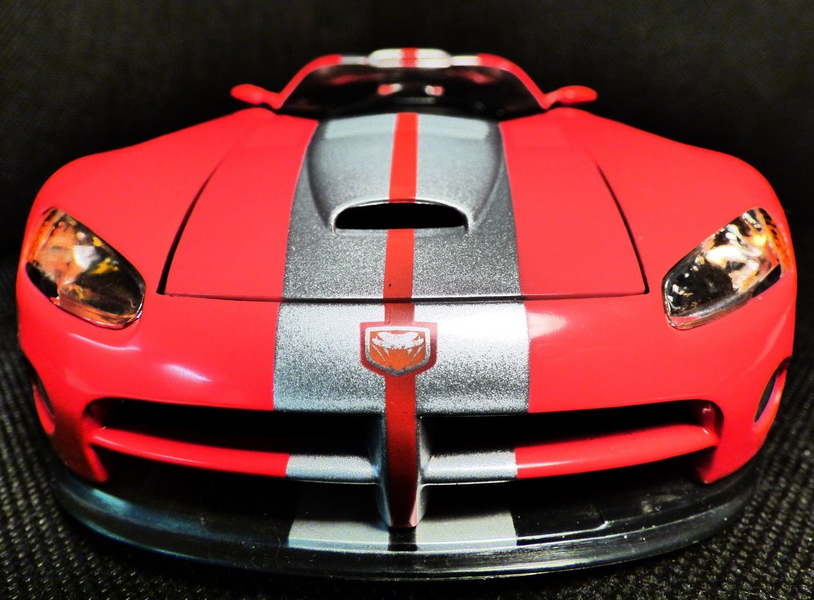 1 18 dodge viper gts r red with silver stripes by hot wheels in
