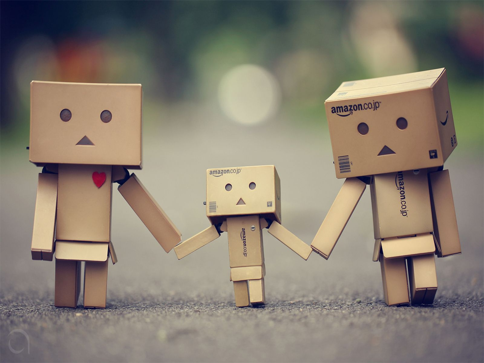 Cute Boxman Family Hd Wallpaper Danbo Cardboard Robot Amazon Box