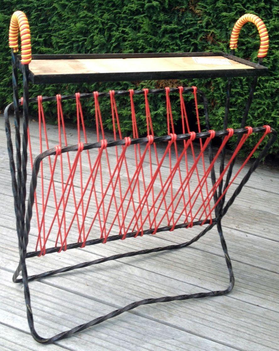 Table porte revues poign es scoubidou rouge et jaune for Porte metal 60