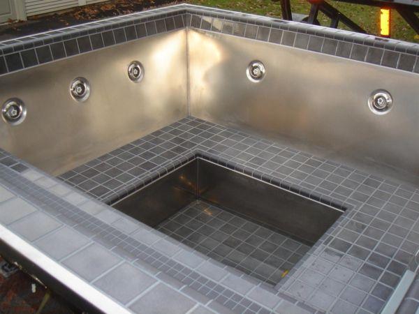 spa badewanne zu hause ein kleiner pool mit grauen fliesen - badezimmer selber fliesen