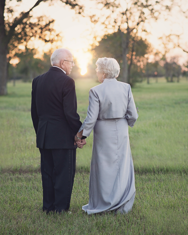 довольно устойчива пожилая свадебная пара фото темы