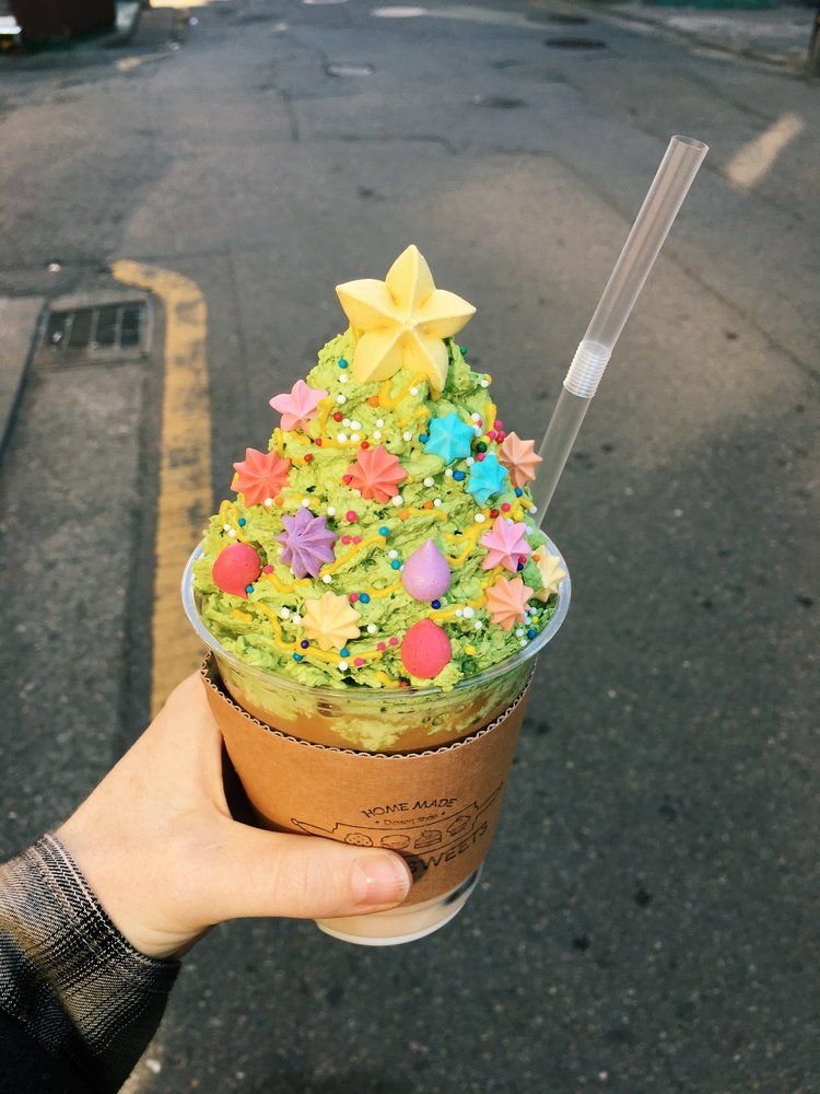 This Christmas Latte is a Thing of Dreams - Seoul dessert cafe All That Sweets (from ...
