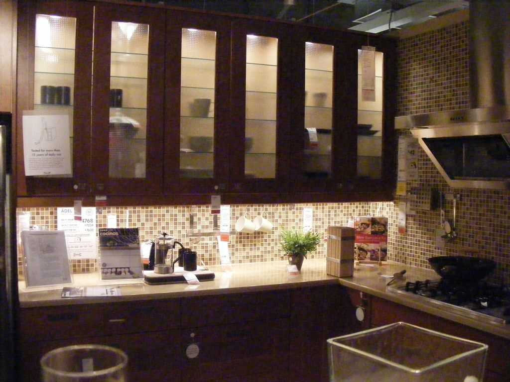 shaker style cabinet doors awesome lighting for a nice backsplash
