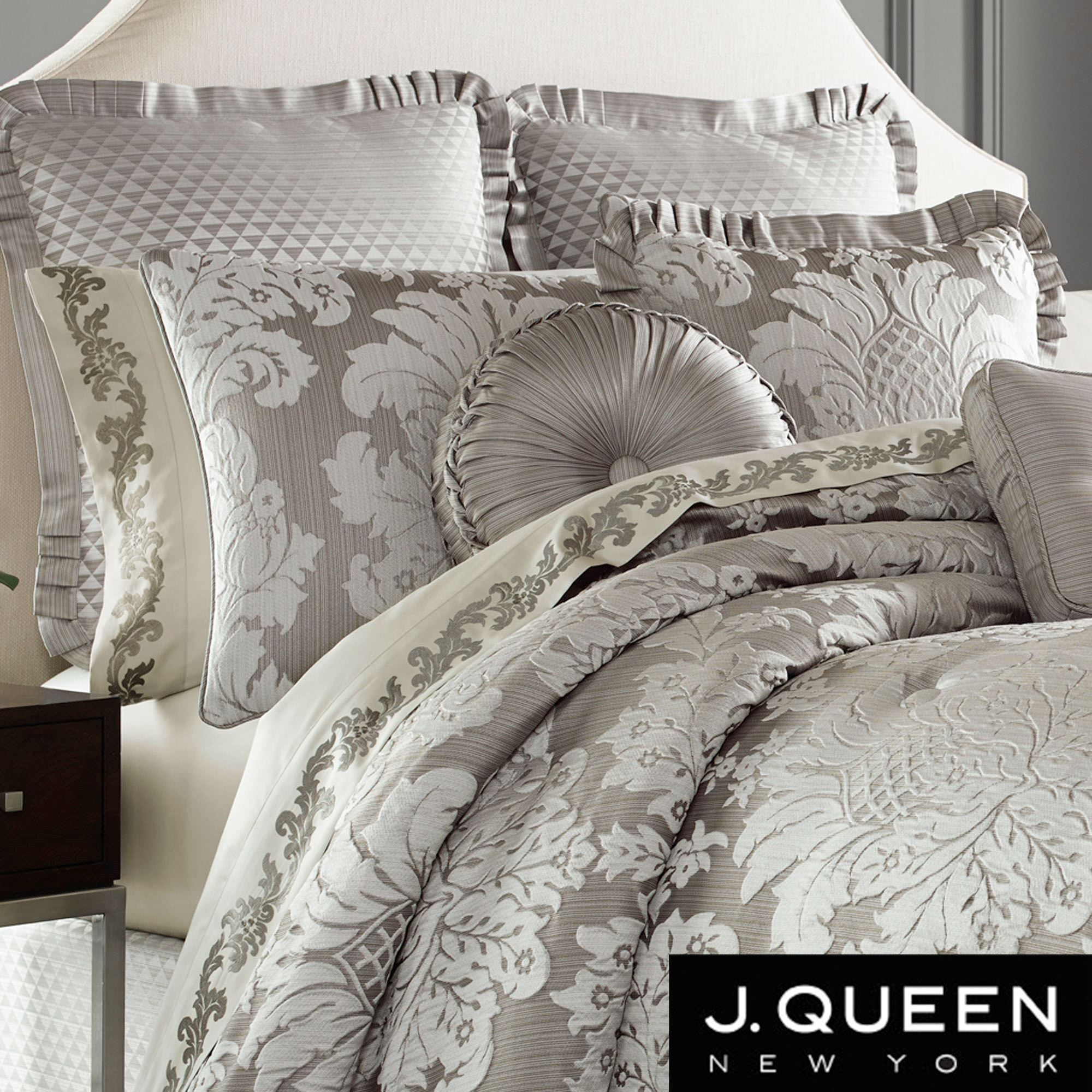 Chandelier Damask forter Bedding by J Queen New York