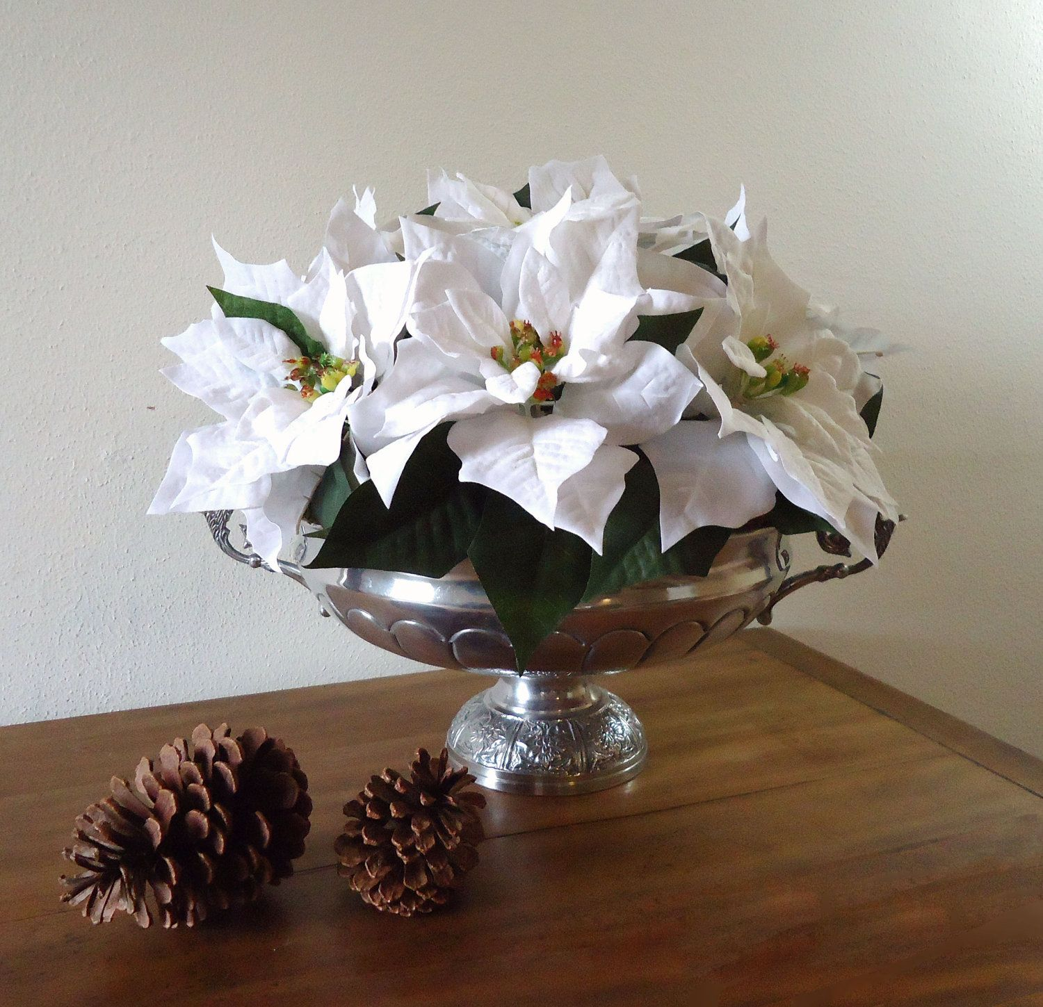 white poinsettia centerpiece wedding