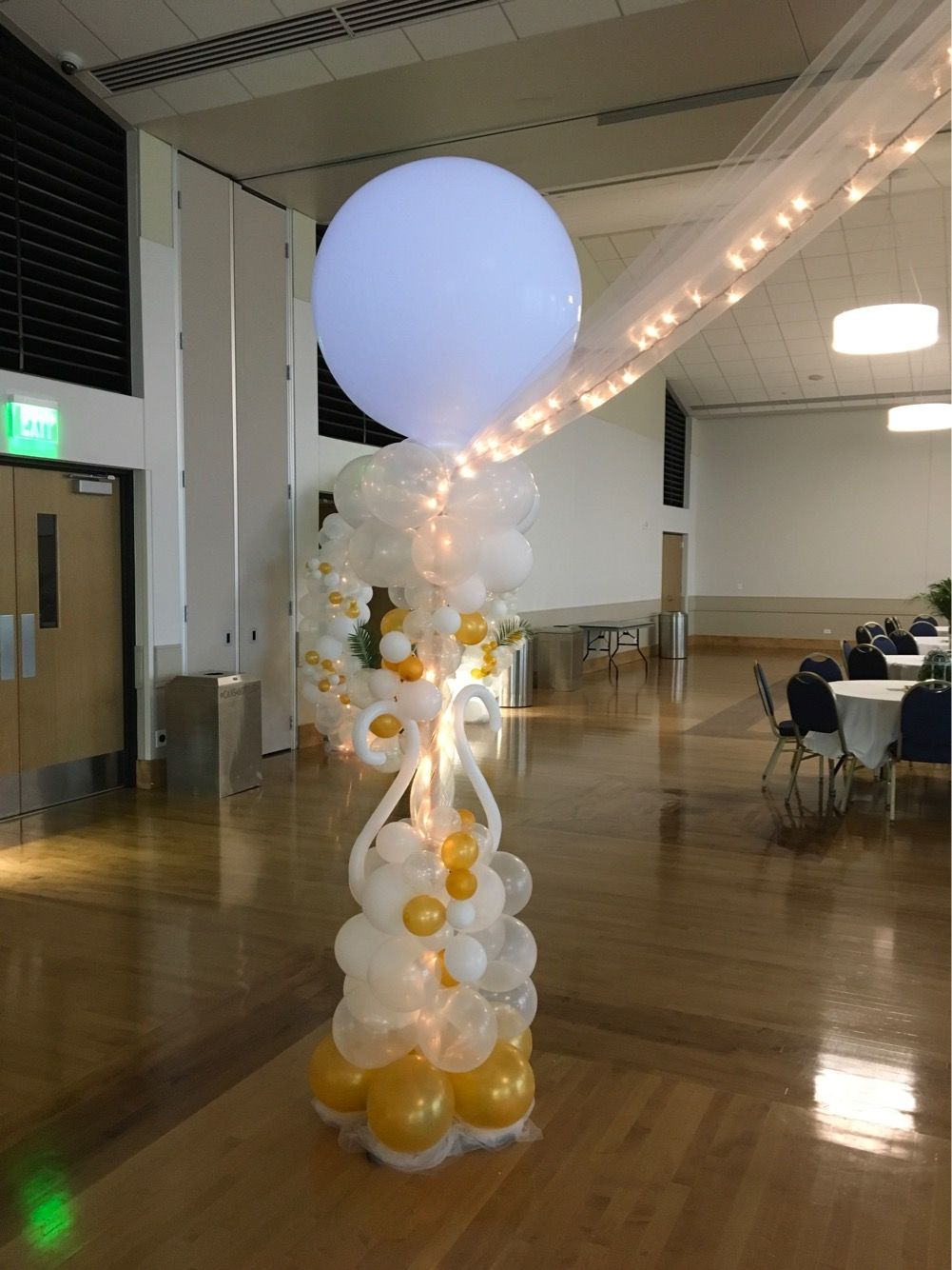 April Balloon Column By Balloon Art By Merry Makers Balloon