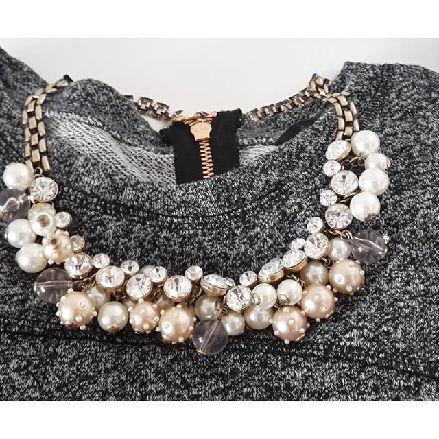 Pearl And Diamond Statement Necklace #fashion #style #outfit #pearls #statementnecklace - 22,90  @happinessboutique.com