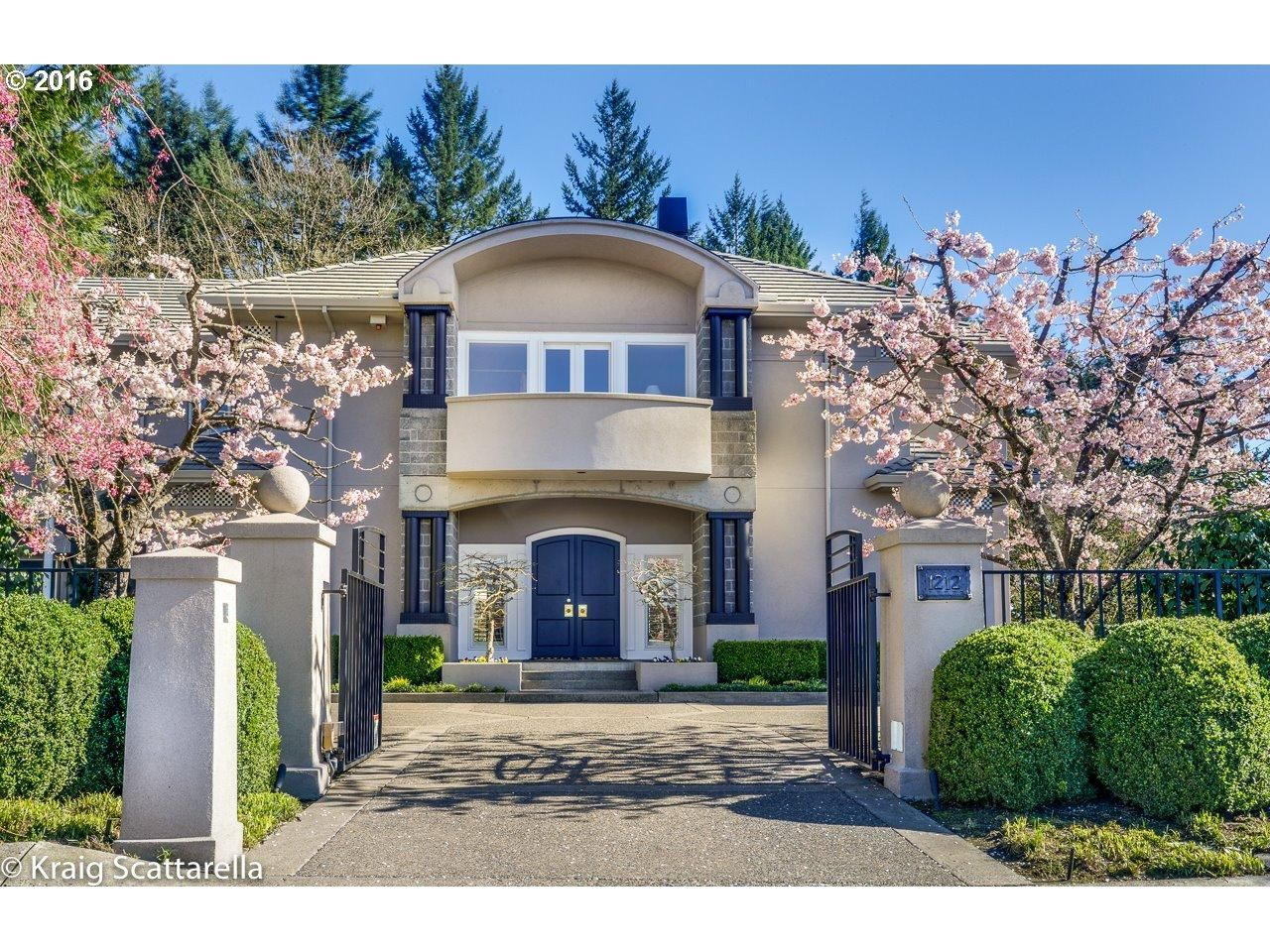 Check out this Single Family in PORTLAND, OR - view photos, property details and…