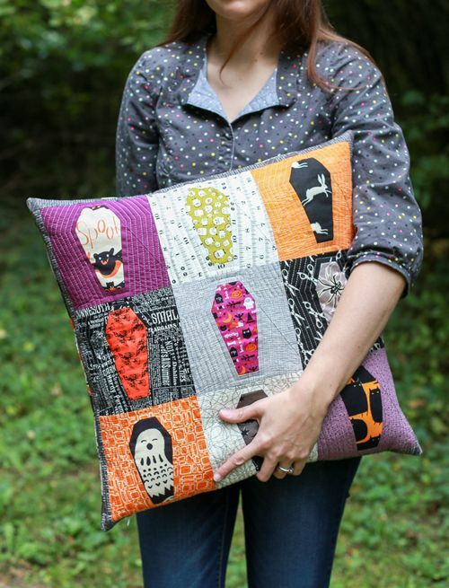 Free Pattern Paper Pieced Coffin Quilt Block In Color Order Halloween Sewing Patterns Halloween Sewing Projects Halloween Quilt Patterns