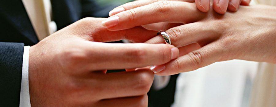¿Por qué intercambiamos anillos en la boda?