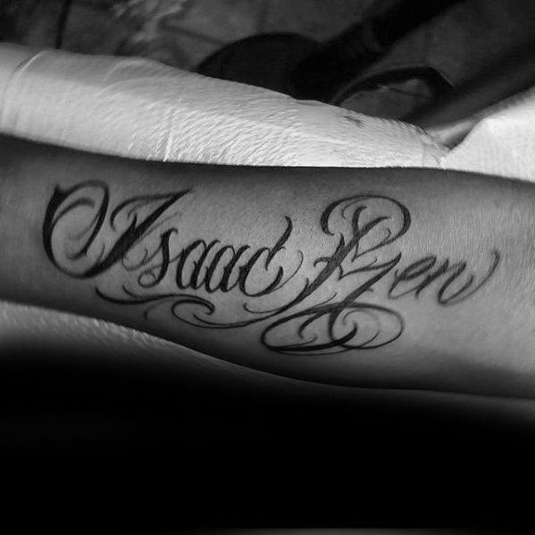 40 Unterarm Name Tattoos für Männer - Manly Design-Ideen